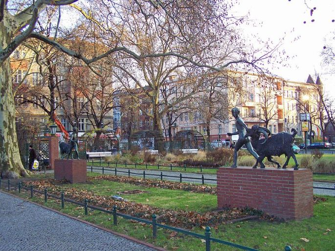 800px-Savigny-Platz
