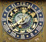 800px-Ulm-Rathaus-AstronomischeUhr-061104